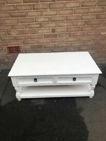 Coffee table shabby wheel style