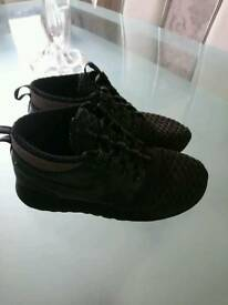 Black Nike size 5 1/2 boot