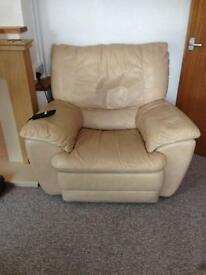 Electric leather reclining chair, cream. Very comfortable!