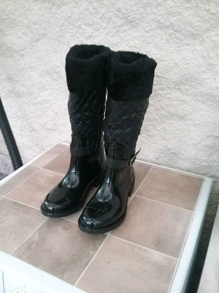 Wet look black boots