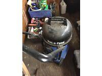 Electric pond vacuum