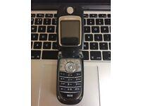 RARE RETRO Motorola V620 Flip Classic Unlocked Mobile Phone Handset in Black + Charger + Sim Card