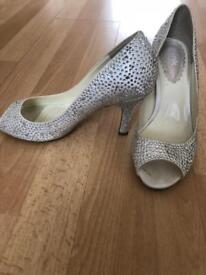 Wedding shoes and hair comb