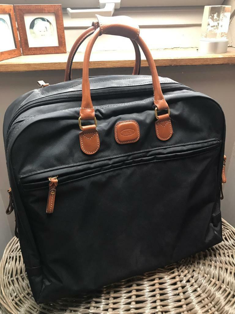 Bric Carry on casein West Malling, KentGumtree - Prestigious Bric brand hand luggage case with tan leather trim. Extending handle and wheels. Conforms to easyjet guaranteed carry on size