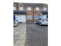 Immaculate 3 Bedroom House 2 toilets, Conservatory and Driveway to let in Cories Close.