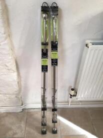 Extendable curtain poles (120-210cm) x 2