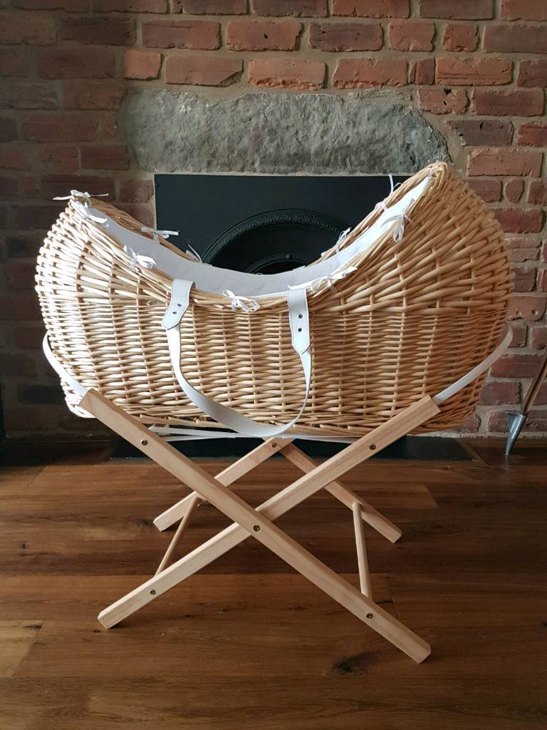 Wicker moses basket in excellent condition