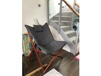 Folding relaxing chair