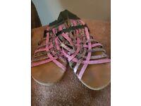 Schu sandals