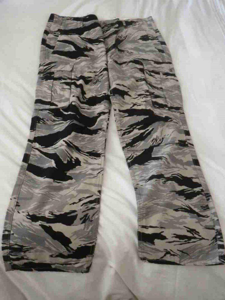 """Men's Levi Camouflage Cargo Pants W 38"""" L"""