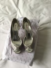 Silver Prom or Wedding shoes - Size 4.1/2