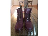 DR MARTEN PURPLE LEATHER BOOTS *SIZE 6*