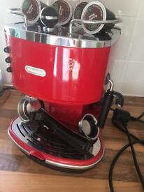DeLonghi coffee machine+ground coffee pods