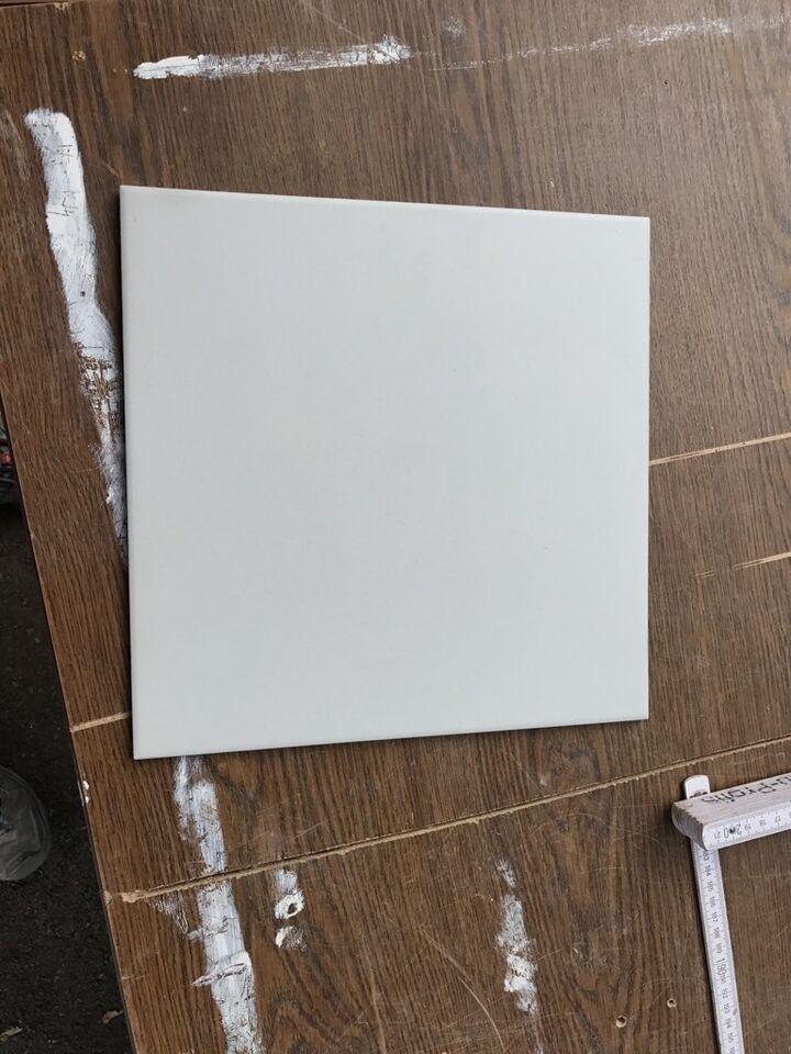 Fliesen hellgrau weiß 30x30 cm in Baden Württemberg