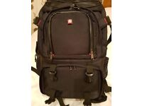 PROFESSIONAL DSLR/SLR CAMERA / CAMCORDER BACK PACK