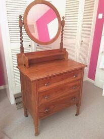 Bedroom dresser with mirror and 3 drawers.