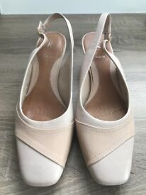 Clark's K leather nude coloured sling back shoes wide fit size 6