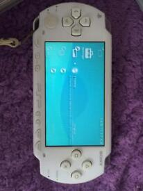 PSP SONY PLAYSTATION PORTABLE (white )