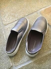 Unworn metallic backless plimpsoles