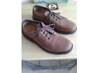 CLARKS CUSHION CELLS SHOES SIZE 10 1/2.