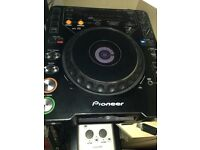 1 x Pioneer cdj 1000 mk3 - wear and tear but in perfect working condition.