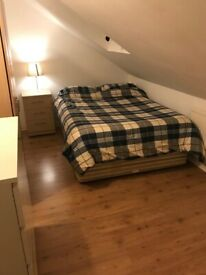 Double bedroom to let near Morden tube station