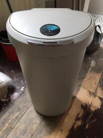 Simplehuman sensor electric no touch bin 40L