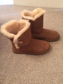 Ugg boots genuine size 7 brand new with box