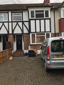 :: Nice 4 Bedrooms and 1 Reception House To-Let with Driveway in Buckhurst Hill on River Road, IG9