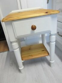 DUCAL side table in solid Pine