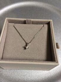 Women's Hot diamonds necklace £30 ono