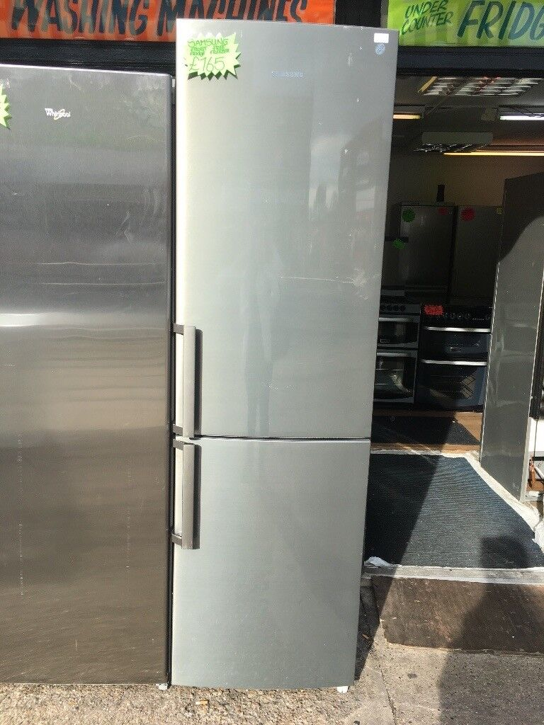 SAMSUNG TALL FROST FREE FRIDGE FREEEZER IN SHINY SILIVER