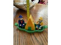 2 little scouts design salt and pepper shakers with condiment pot.