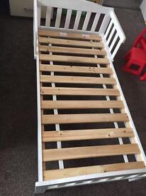 Children's Toddler White Wood finish Bed