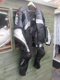 RST leathers 2 piece in good used conditions