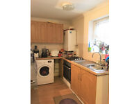 A compact TWO bedroom flat conveniently located for Ealing Broadway station