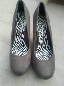 Ladies size 6 faux suede wedged shoes...