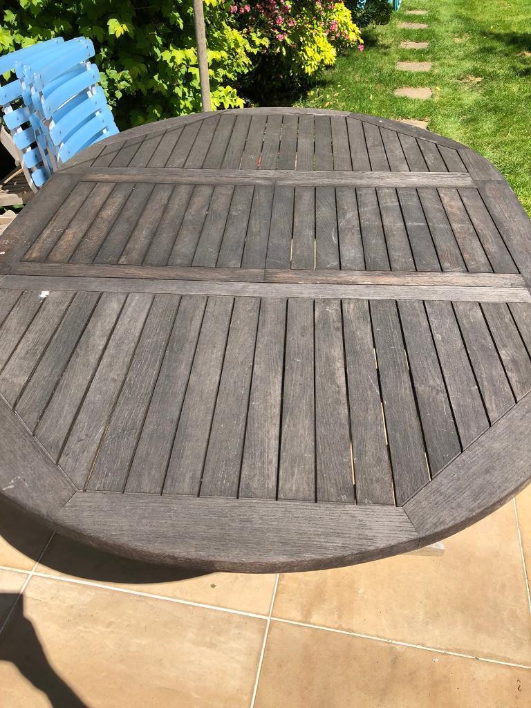 Teak extendable garden table