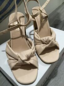 OFFICE Snap soft knot BLOCK HEELS NUDE. Size 6
