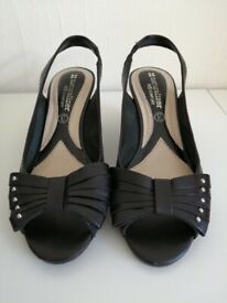 Naturalizer Ladies Size 3 Shoes