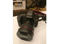 IMMACULATE CANON 5DS R + EF 24mm f/1.4L II USM + OEM Battery Grip + 128 GB card + Lens Protector