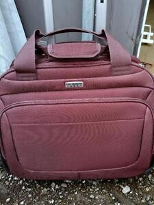 """Weekender Travel Bag / WHEELS / Pull-Out Handle / Carry-on Rose Pink/Burgundy Wine / OAKVILLE 18x12x8"""""""