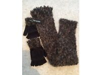 """BNWT Steve Madden Matching scarf and """"texting"""" fingerless gloves - £5 only"""