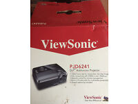 Viewsonic PJD6241 Projector and remote control
