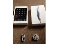 Apple Ipad mini 1st gen Wifi + Cellular accepts sim boxed with cable...small crach on frmae