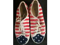 Schuh platform shoes, American flag, size 5