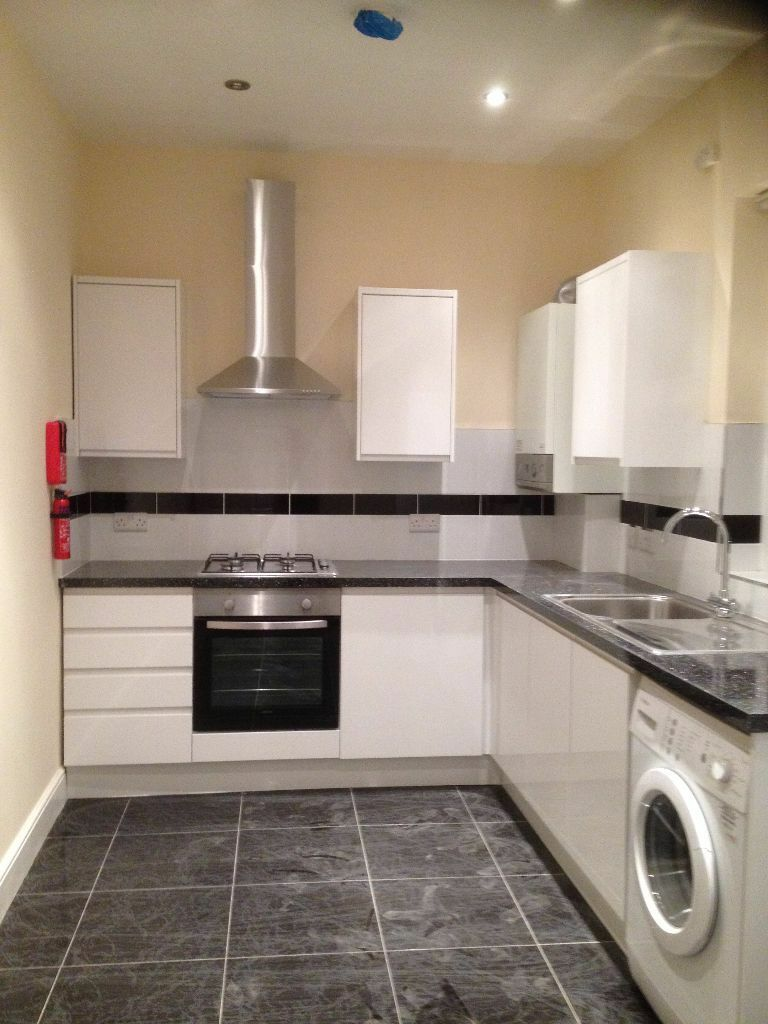 NEWLY REFURBISHED LARGE 3 BED FLAT IN ILFORD! LARGE RECEPTION/ KITCHEN DINNER/ OWN GARDEN / DRIVEWAY