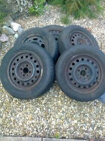 Full set - four wheels from a 1987 Saab 900 – fitted with 185/65 R15 tyres