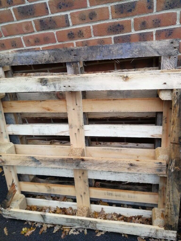 2 Wooden pallets