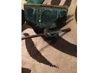 Vintage heavy duty under work bench vice British woden 89 b/2